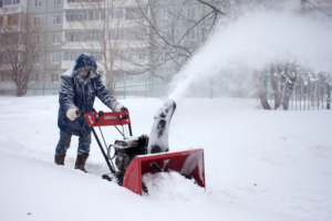 schneeraeumer-im-winter
